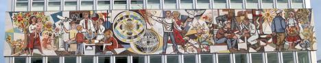 "Walter Womacka, ""Unser Leben"", mosaico mural en la Haus des Lehrers, 1964"